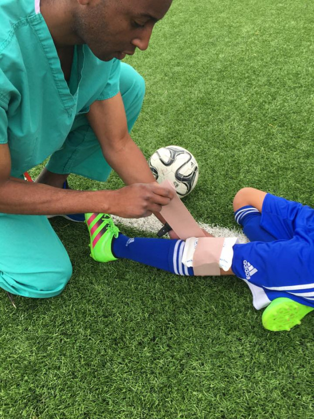 What's the best way to ice a soccer injury?