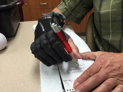 electronic arm - hand therapy